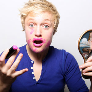 emma-willmann-lipstick-photo